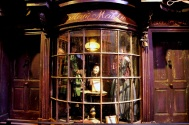 Set detail - Madam Malkin's in Diagon alley
